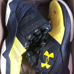 Curry under amour size youth 5.5